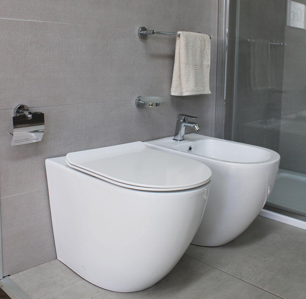 Sanitari Round particolare 6 Sanitari filo muro Round in ceramica Vaso+Bidet+Coprivaso Soft Close