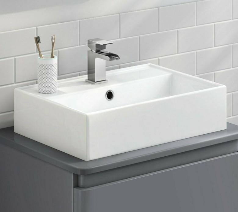 XS 0045lavabo appoggio 1 Lavabo bacinella cod XS-0045 da appoggio in ceramica di forma rettangolare col bianco lucido