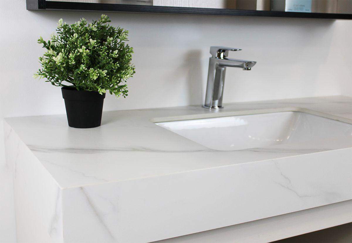 Mobile bagno Denver 3 Mobile bagno Denver sospeso da 100 cm wengè e bianco opaco con lavabo specchio e pensile