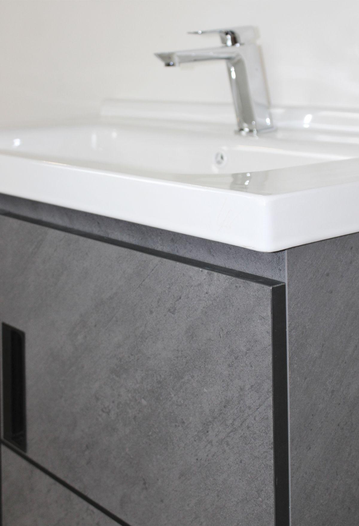 Budapest mobile bagno 1 Mobile bagno Budapest sospeso da 80 cm grigio spazzolato con lavabo specchio e pensile